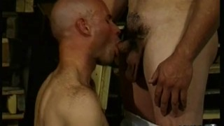 Muscled Hombres Warehouse Blowjobs
