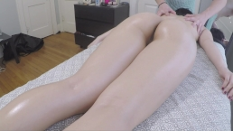 REAL AMATEUR massage session with a happy ending