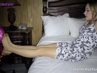 Pantyhose Kink: Nylons and Feet Worship
