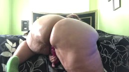 Bbw twerking her oily ass