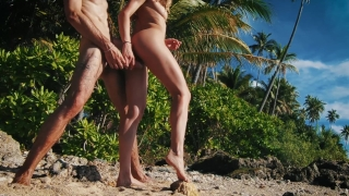 Quickie in Paradise! It was way too hot to fuck! - Amateur Couple LeoLulu Sucking of