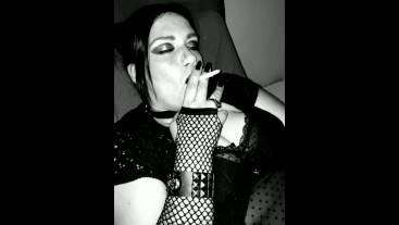 Sexy Smoking Slutt