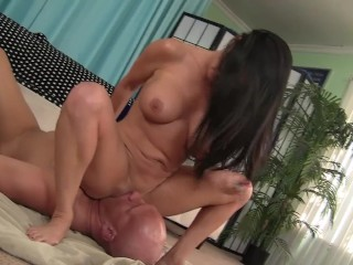 sexy MILF Coralyn Jewel squirts all over his face