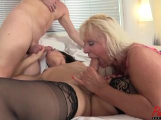 Mandi McGraw's FIRST TS threesome