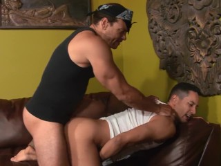 Big Dick Muscle Stud Turns Straight Guy Out