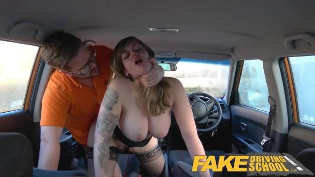 Adult driving lessons - Fake driving school 34f boobs bouncing in driving lesson