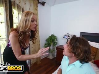BANGBROS – MILF Julia Ann Stepmom Threesome With Latina Maid Abby Lee Brazi
