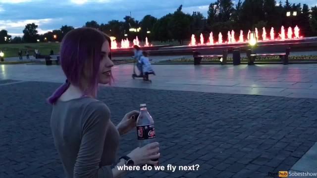 Милый подросток делает публичный минет, и глотает сперму