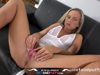Sex Toys - Vinna Reed gives her pussy a workout with various toys