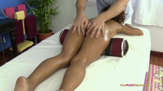 Asian body with shaved pussy receives oil massage porno
