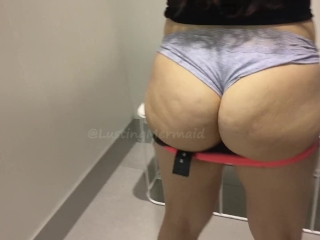 Juicy ass trying out leggings in changing room
