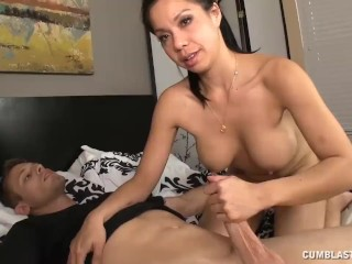 Teen Babe Finds The Couple Do Not Go Well Sexually