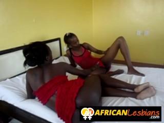 Image Los culos de las lesbianas necesitan una polla gruesa