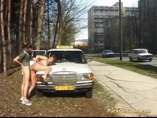 Imagen adolescente anal follada por el conductor del taxi