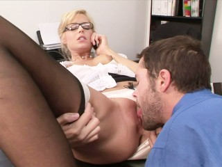 NSFW BLOND SECRETARY CAUGHT! PHONE SEX WITH BF AT WORK FUCKS BOSS SAME TIME