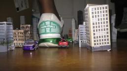 amaninheels - Giant Jogger Destroys the City (teaser).mpg