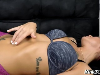 Hot Milf Victoria Banxxx fingers and plays with her deep bellybutton