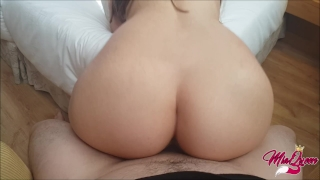 How long could you resist this twerk on your cock? Big glasses