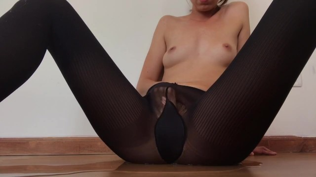 I ripped my pantyhose - Squirting through my pantyhose