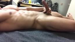 Huge cumshot on stomach of hot hunk