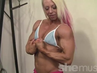 Sexy Ripped Female Bodybuilder Shows Off Awesome Body