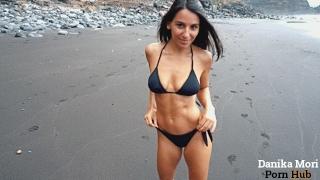 giantess a walk in the beach