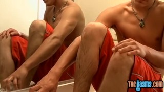 Adorable homo cums on freshly washed feet after wanking solo