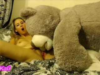 Weird Girl Fucks Bear