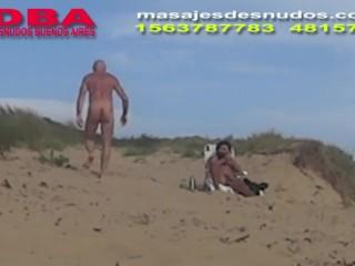 CAMINANDO DESNUDO POR EL MEDANO NUDISTA