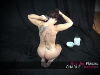 Charlie essaye Le massage NURU. Body body