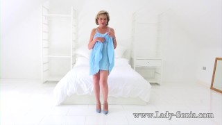 Mature sexy lady plays nipples her sonia with hard british old teasing