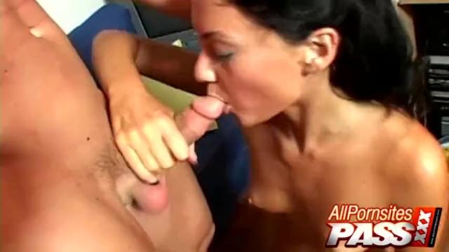 Jesicca Valentino Gets Cum In Mouth