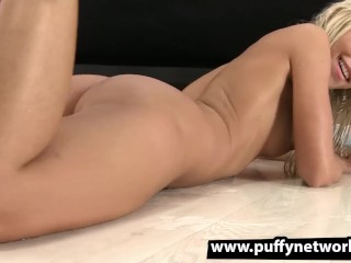 Piss Drinking – Dido Angel gapes her pussy apart and pees over her own face