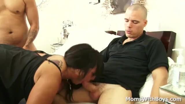 Streaming Gratis Video Nikita Mirzani Fat Mama Cassidy Exe Fucking Two Young Cocks