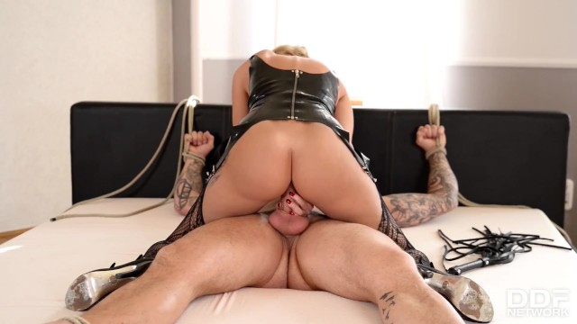 Streaming Gratis Video Nikita Submissive XXX goddess Jasmine Jae dominated and fucked deeply up her ass