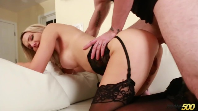 Download Gratis Video  Sexy Shemale makes her Sunburned Boyfriend Feel Better