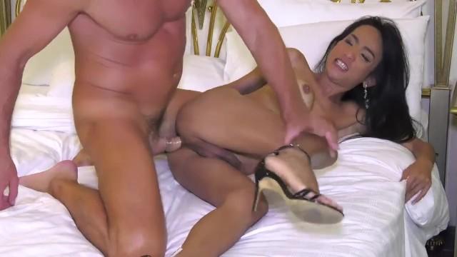 Streaming Gratis Video Nikita Ladyboy May take it up the ass