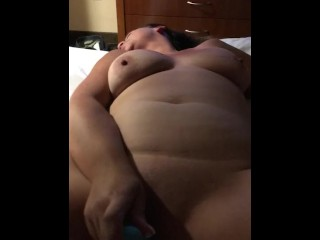 Watch me cum while I fuck my pussy