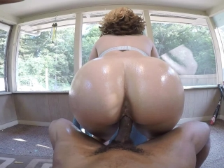 Hot bubble butt blonde loves early morning suck & fucks by the pool!