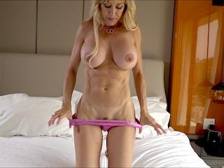petits seins naturels