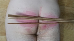 Moaning guy gets a tough spanking from machine with wooden canes