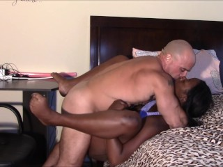Relaxing massage turns into creampie
