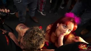 Stairway To Sex Maiale Sulle Scale al salone di Barcellona