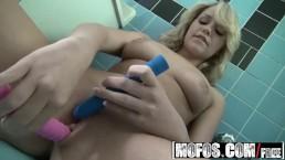 MOFOS - Mia Malkova - Crazy Bubble Butt