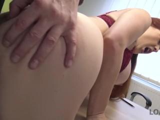 Image LOAN DEBERÍAK. Préstamo porn de Isabella Lui que hipnotiza gerente con tetas