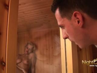 NIGHTCLUB - In der Sauna MILF weggebumst