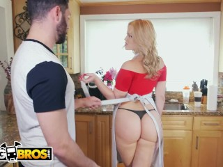 BANGBROS - PAWG Alexis Texas Stops By Ass Parade To Help Us Tidy Up