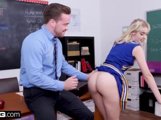 Cheerleader Chloe Cherry fucks her favorite teacher