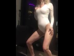 Flexible Aussie Porn star dancing