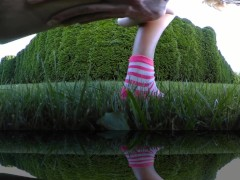 Girl pisses outdoor with her mini skirt VR 360